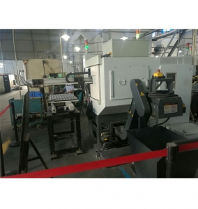 Side entry CNC lathe machine tool